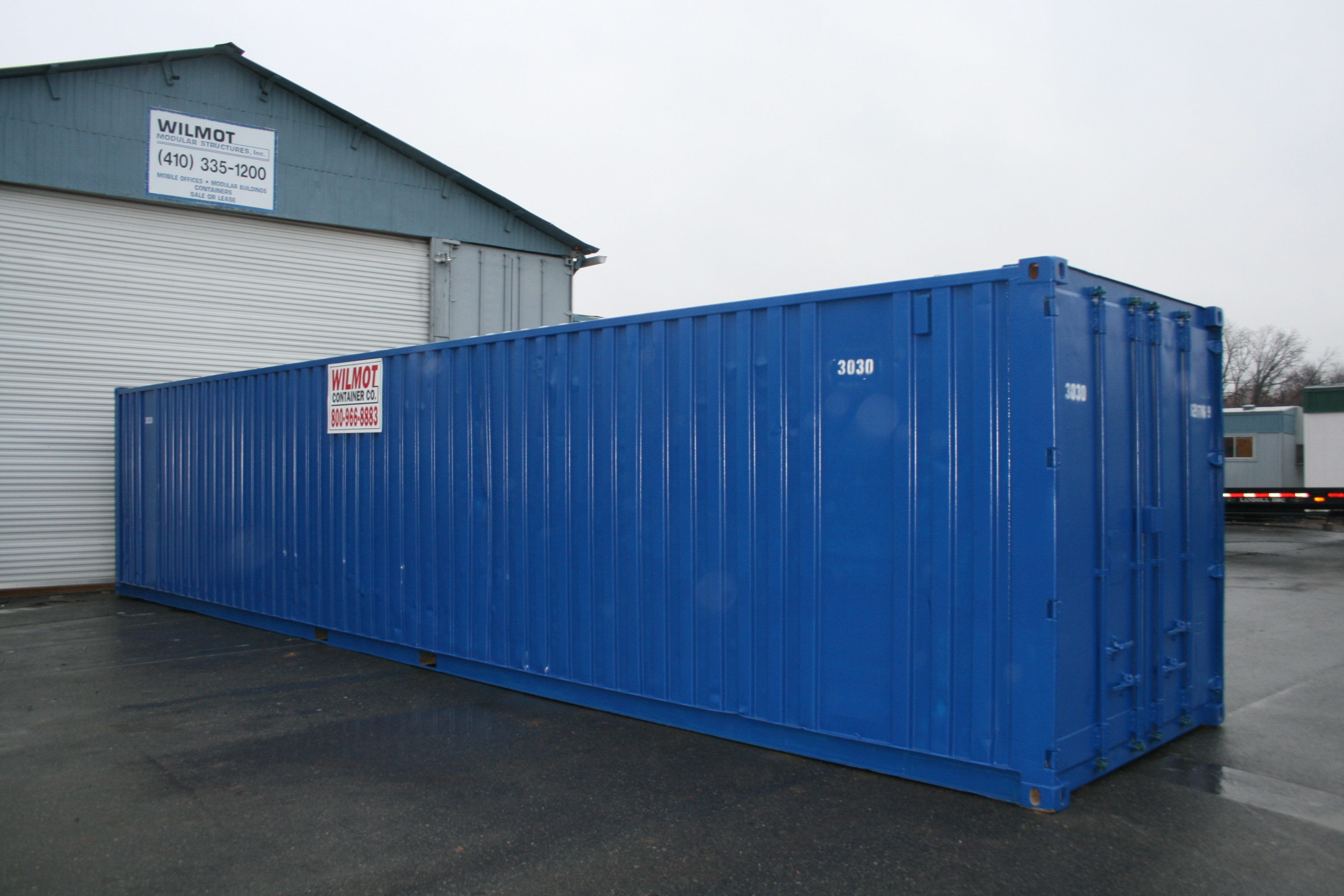 Ground level storage container